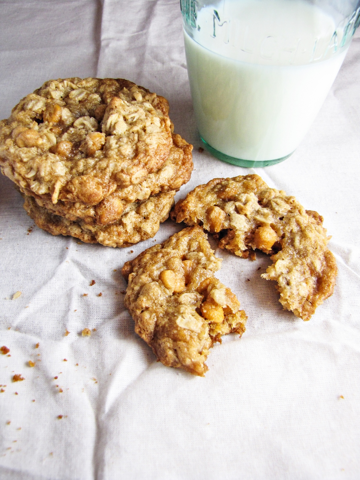 A Childhood Cookie // Oatmeal Scotchies