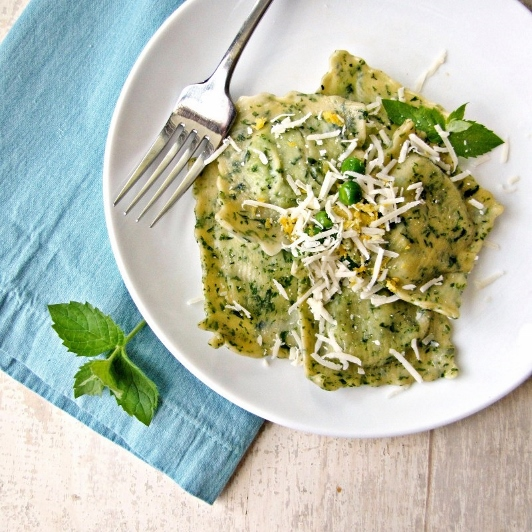 Ingredient of the Week: English Peas // Mint Ravioli with Pea and Goat Cheese Filling
