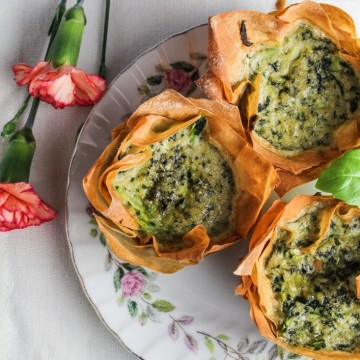 Zucchini-Pesto Mini Quiches in Phyllo Cups {Katie at the Kitchen Door} #brunch #recipe