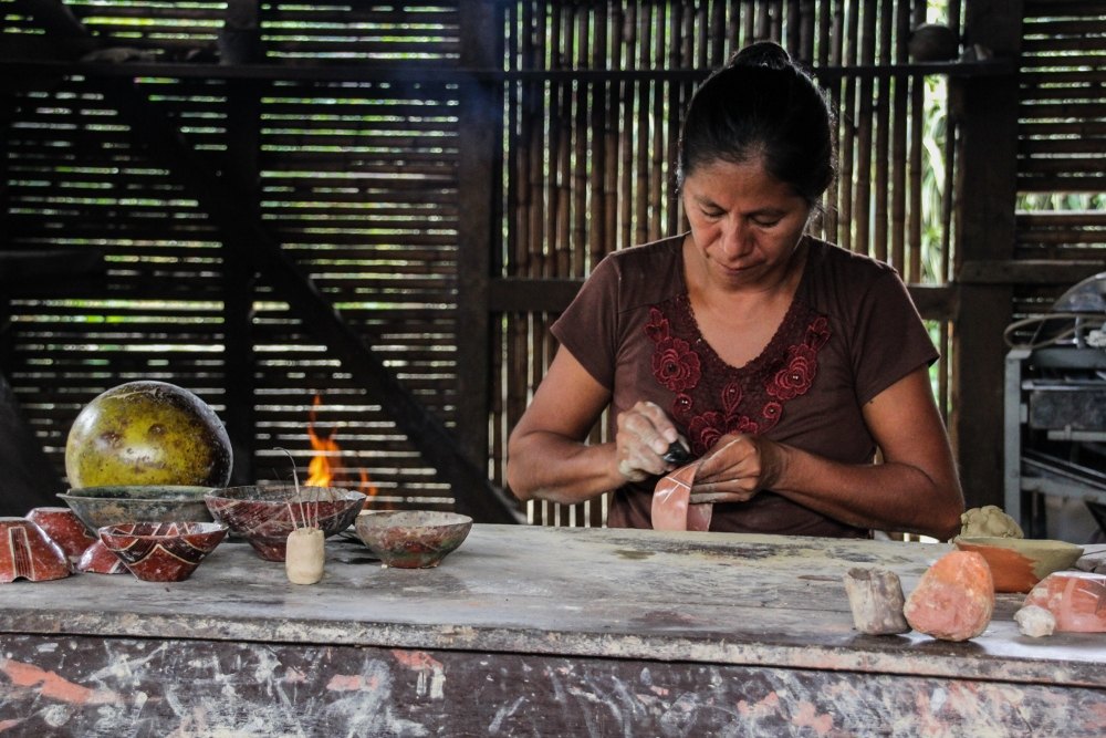 Ecuador Travelogue: The Amazon - Quichua Pottery Demonstration {Katie at the Kitchen Door}