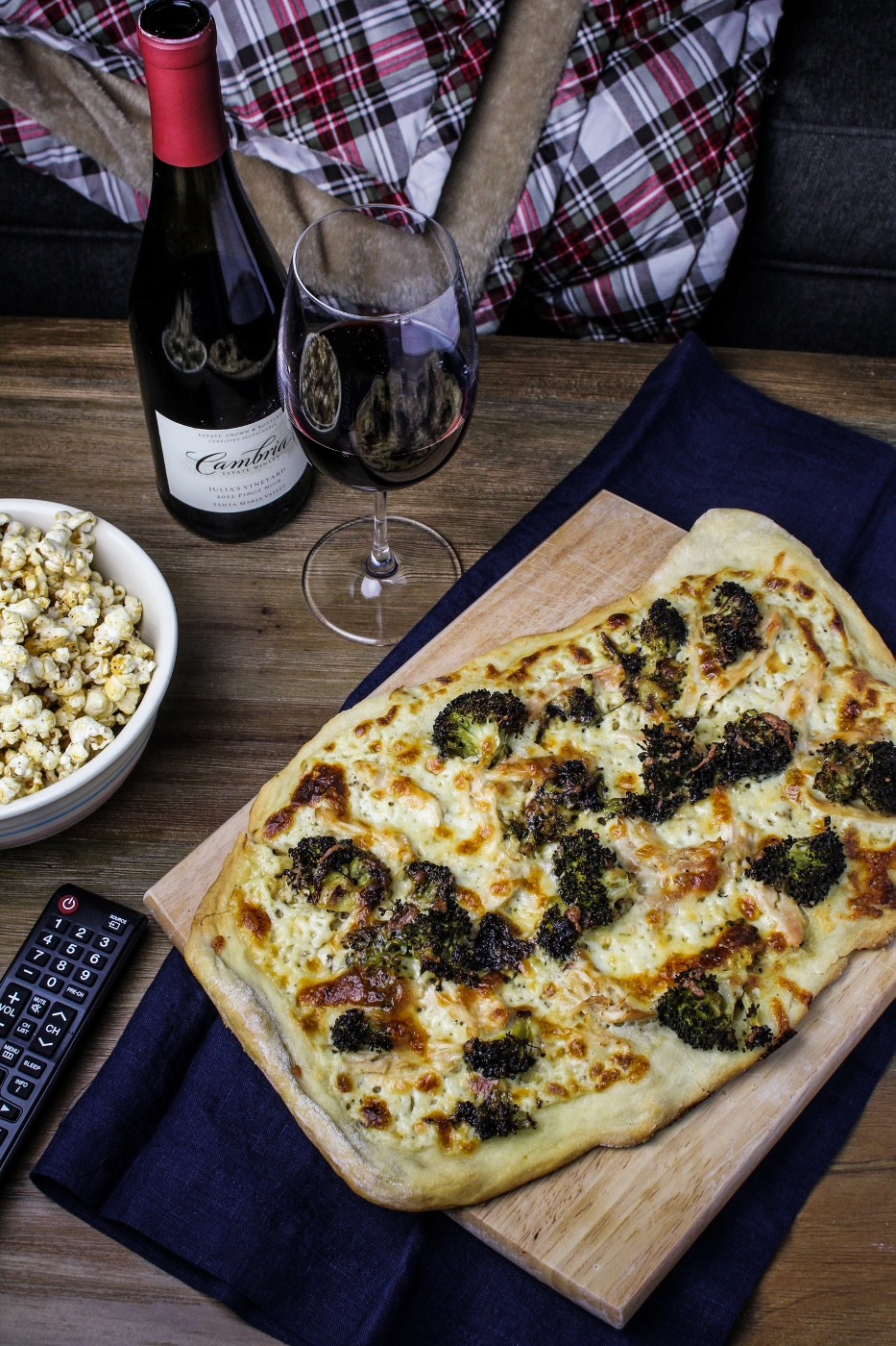 Movie Night: Chicken-Broccoli Alfredo Pizza {Katie at the Kitchen Door} #cambriawines #sponsored