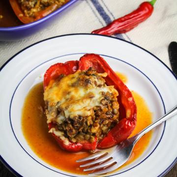 Enchilada-Style Vegetarian Stuffed Peppers {Katie at the Kitchen Door} #oldelpaso #sponsored